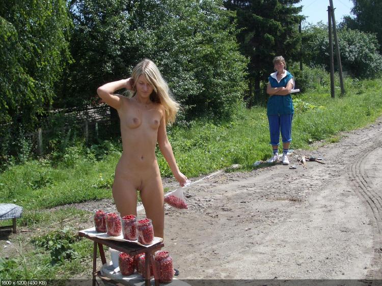 Фото голые бабы ходят по улице